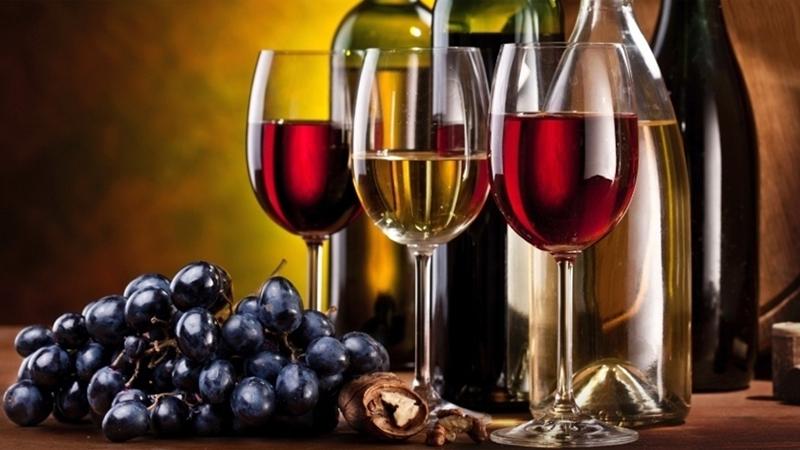 Vinhos branco, tinto e rosê