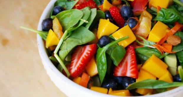 Saladas com frutas