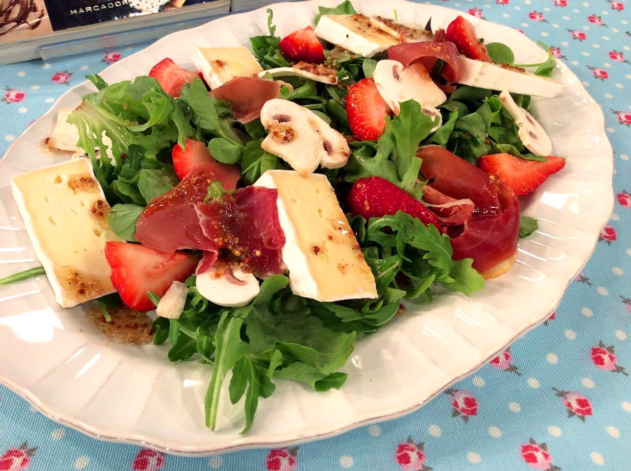 Saladas com queijos