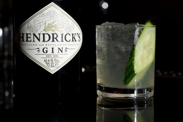 Gin Hendrick's no gin tônica com pepino