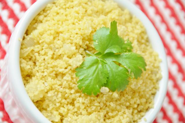 prato de couscous marroquino